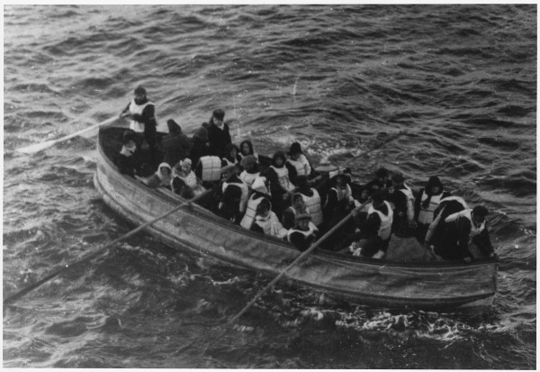Photograph_of_a_lifeboat_carrying_TITANIC_survivors__The_following_partial_caption_appears_on_the_back_of_the____-_NARA_-_278338