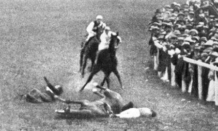 Suffragette Emily Wilding Davison throws herself under King George V's horse Anmer at Epsom